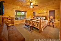 13 bedroom cabin in Pigeon Forge with king-size bed and futon