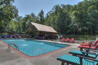 Pigeon Forge cabin Grand View Lodge with outdoor pool