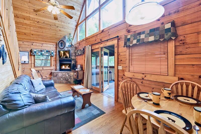 Bear Pause 1 Bedroom Cabin In Gatlinburg Tn