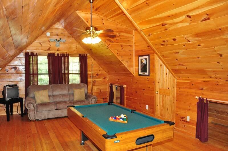 Mountain Breeze 2 Bedroom Cabin In Gatlinburg Tn
