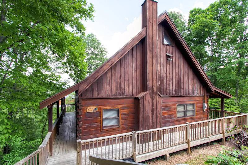 rentals bedrooms listing htm gatlinburg cabin bedroom crossing you forge for bear pigeon tennessee cabins