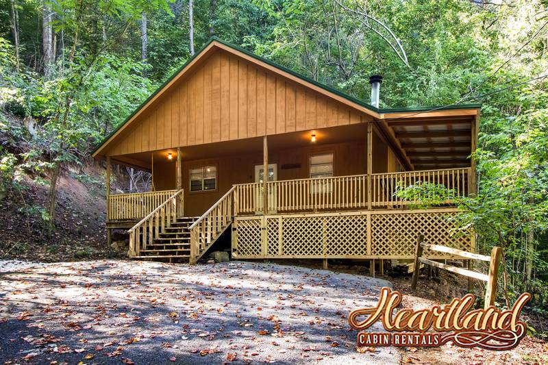Deer wood 2 bedroom cabin in gatlinburg tn for Large cabin rentals in tennessee