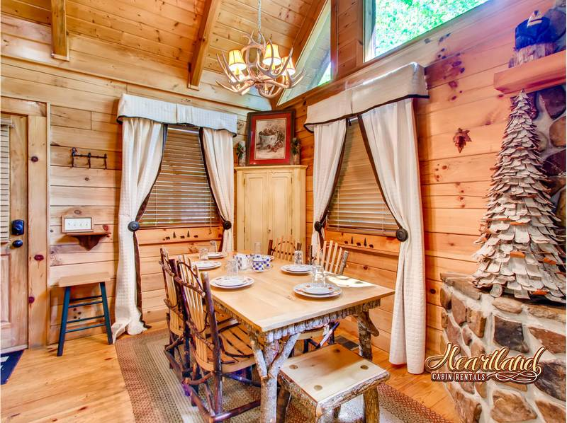 Barefoot Dreams 2 Bedroom Cabin In Gatlinburg Tn