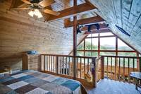 Bear Pause - a romantic one bedroom cabin in Pigeon Forge, TN