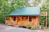 2 bedroom, 2 bathroom cabin in between Pigeon Forge and Gatlinburg