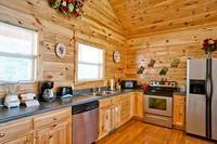 Above the Clouds - 2 bedroom Gatlinburg Cabin - Heartland Cabin Rentals - Full Kitchen