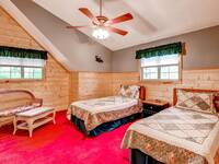 Bedroom with twin beds and ceiling fan
