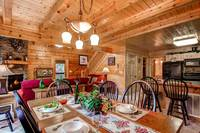 Pet Friendly Cabin - Cabin Dinning Area