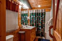 Full Bath one bedroom cabin in Pigeon Forge