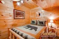 Queen bedroom - Pigeon Forge Cabin Rental