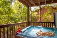 Relaxing Pigeon Forge cabin hot tub