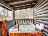 Romantic hot tub - one bedroom honeymoon getaway
