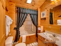 Additional bathroom of Day Dreamer one bedroom cabin