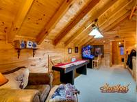 Game room with arcade system - 4 bedroom in Gatlinburg cabin rental