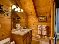 Bathroom of Bear Hug - 4 bedroom in Gatlinburg cabin rental