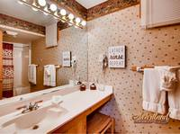 Full bathroom in this Pigeon Forge cabin rental