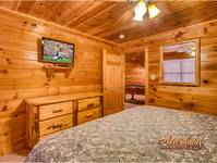 Cabin near Dollywood second bedroom with TV