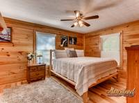 King bed with ceiling fan
