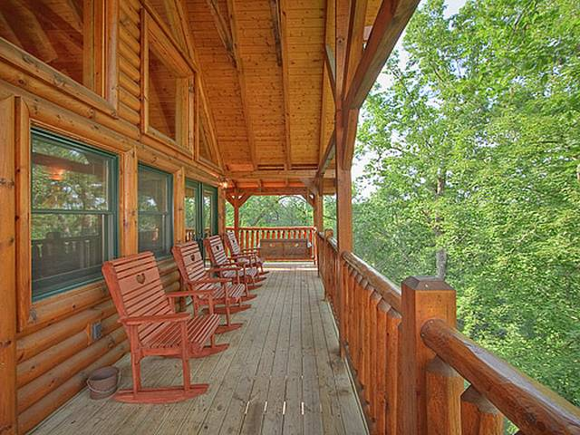 Four seasons getaway 3 bedroom gatlinburg cabin for 4 bedroom cabins in gatlinburg tn