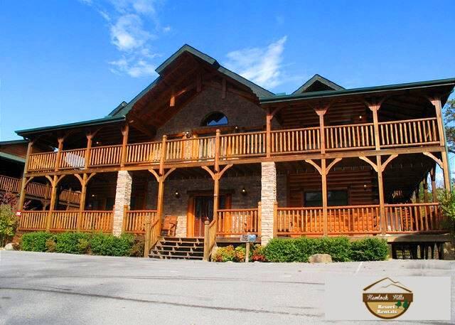pine tree lodge - 8 bedroom gatlinburg cabin