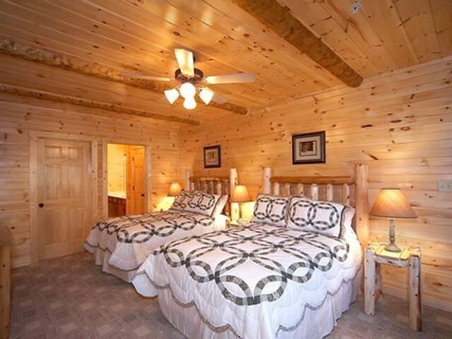 Dancing Bear Lodge 8 Bedroom Gatlinburg Cabin
