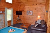 Cozy Bear Den - 2 bedroom Pigeon Forge cabin