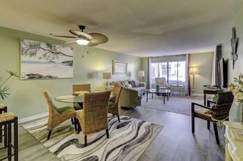 28 Springwood 2 BR Condo Forest Beach 2 Bedroom Cabin Rental