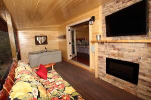 Lovin' Inn cabin