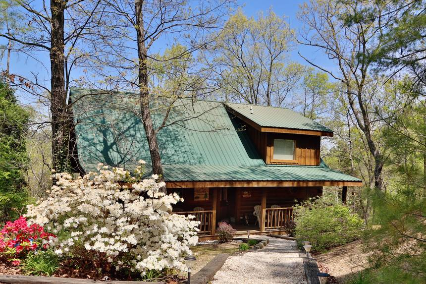 Little Lost Valley Cabin: Elevated Expectations 2 Bedroom Pigeon Forge Cabin Rental