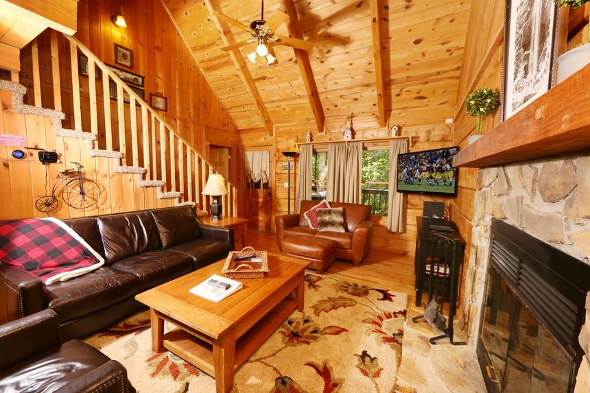 Little Lost Valley Cabin: Enchanted Forest 2 Bedroom Pigeon Forge Cabin Rental