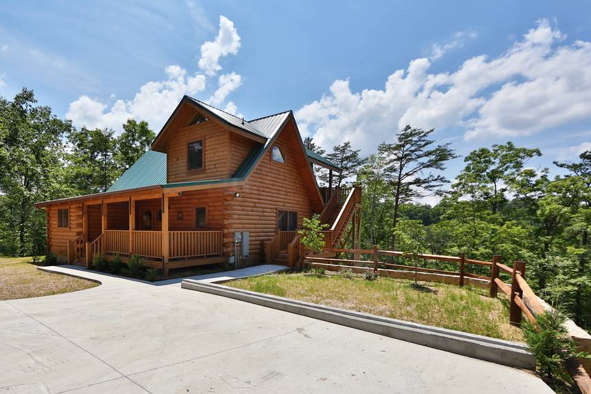 Gray Wolf Den 4 Bedroom Pigeon Forge Cabin Rental