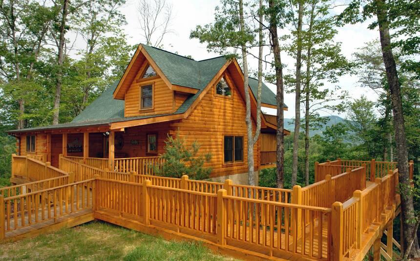 Blackbeary bluff 4 bedroom pigeon forge cabin rental for Little bear cabin in gatlinburg tn