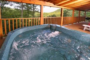 Hot Tub Overlooks Mountain Views!