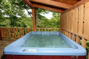 Hot Tub on Private Deck Overlooking the Mountains!