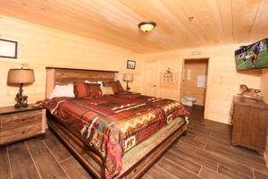 Downstairs Bedroom, King Bed, Cable TV, Full Bathroom