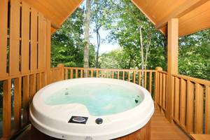 Hot Tub off Upstairs deck Overlooks Mountain View