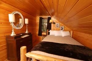 Upstairs Bedroom with Queen Bed