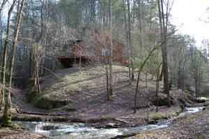 Lodge Between the Streams Exterior