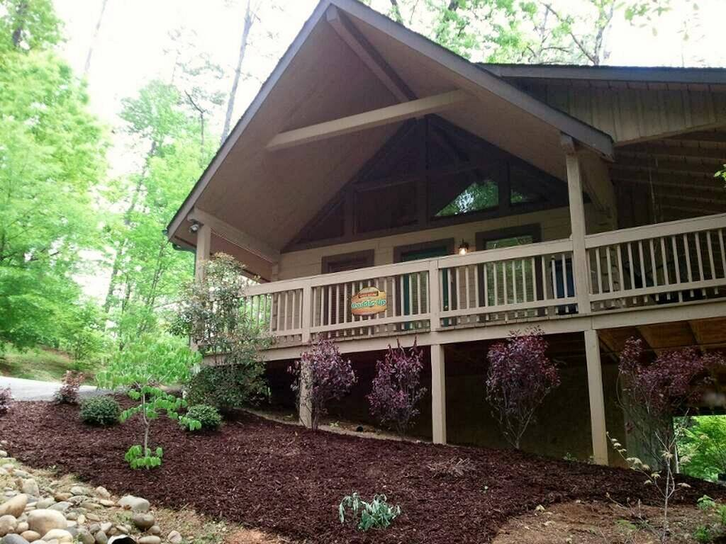 Pet-Friendly Cabin | Sevierville Cabin - Mountain Air Cabin