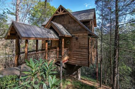 Taken at Out On A Limb (Treehouse) in Near Pigeon Forge TN