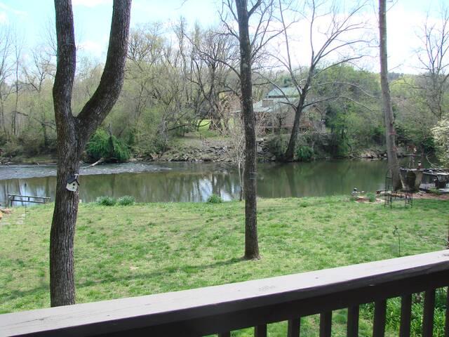 Kenny's River Cabin