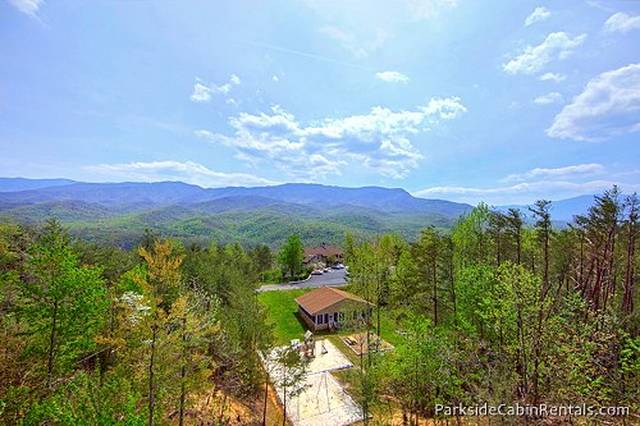 Mountain song 4 bedroom cabin at parkside cabin rentals for Park side cabin rentals gatlinburg tn