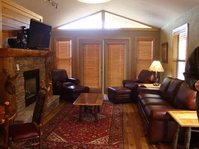 Honey Bear 1 Bedroom Cabin At Parkside Cabin Rentals