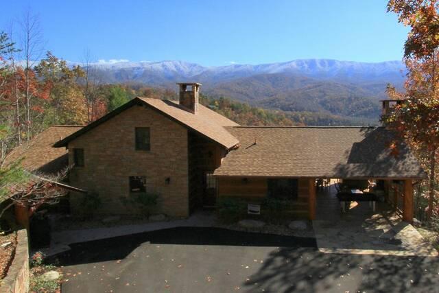 Heavenly view 2 bedroom cabin at parkside cabin rentals for Heavenly cabin rentals