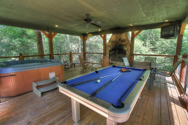 Wild Time 3 Bedroom Cabin At Parkside Cabin Rentals