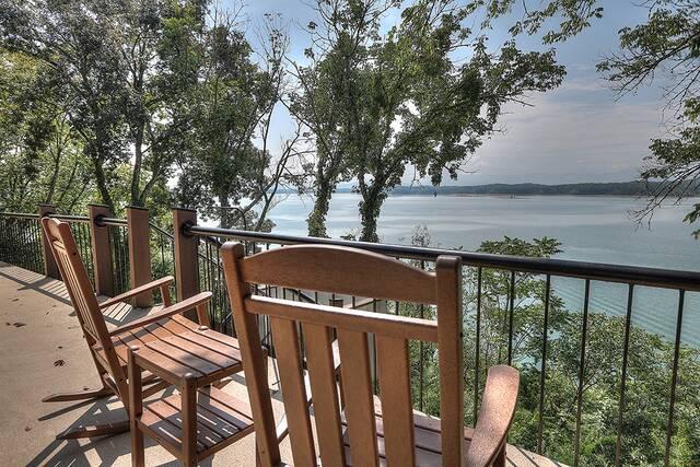 Hatties Lake Retreat 4 Bedroom Cabin at Parkside Cabin