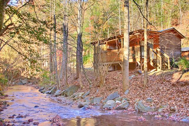 11- Oakview 1 Bedroom Cabin at Parkside Cabin Rentals