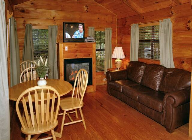 On the Creek. 1 Bedroom Cabins in Gatlinburg TN   Gatlinburg Cabin Rentals