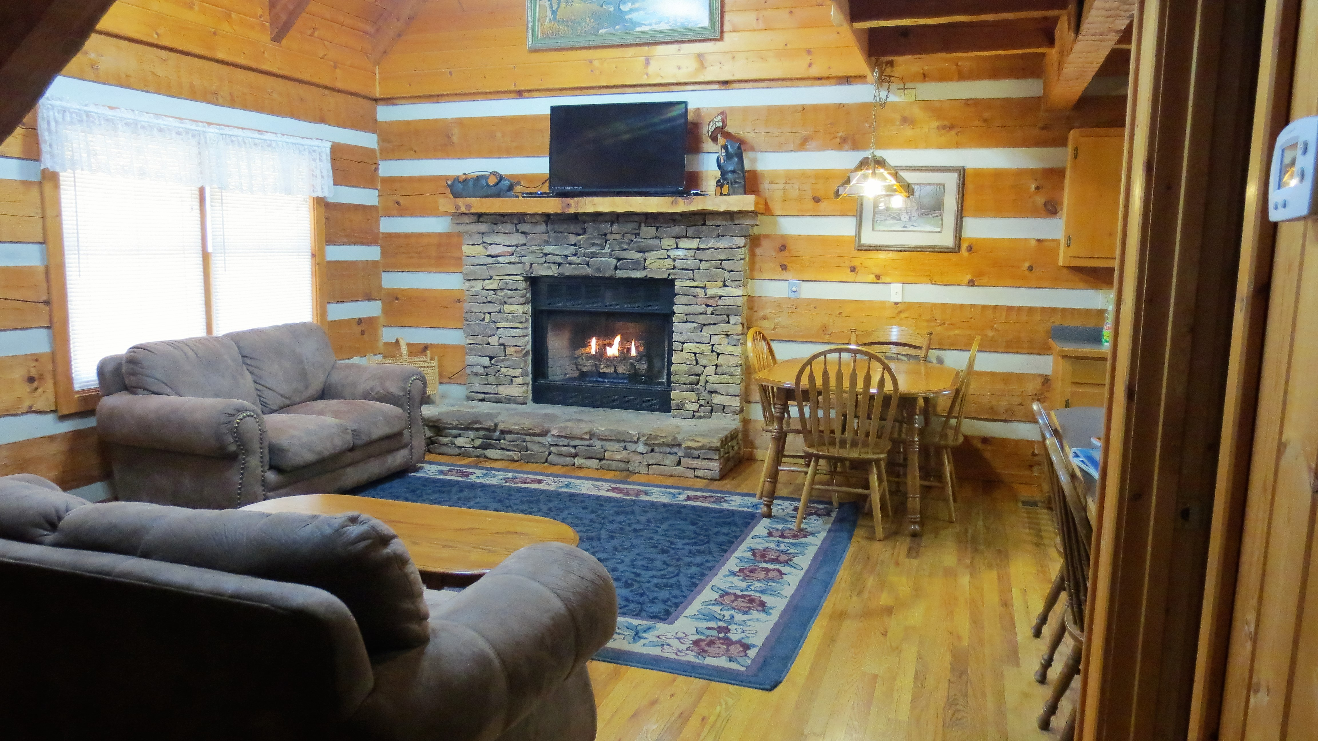 2 Gone Fishin 3 bedroom log cabin in Gatlinburg TN with gas fireplace