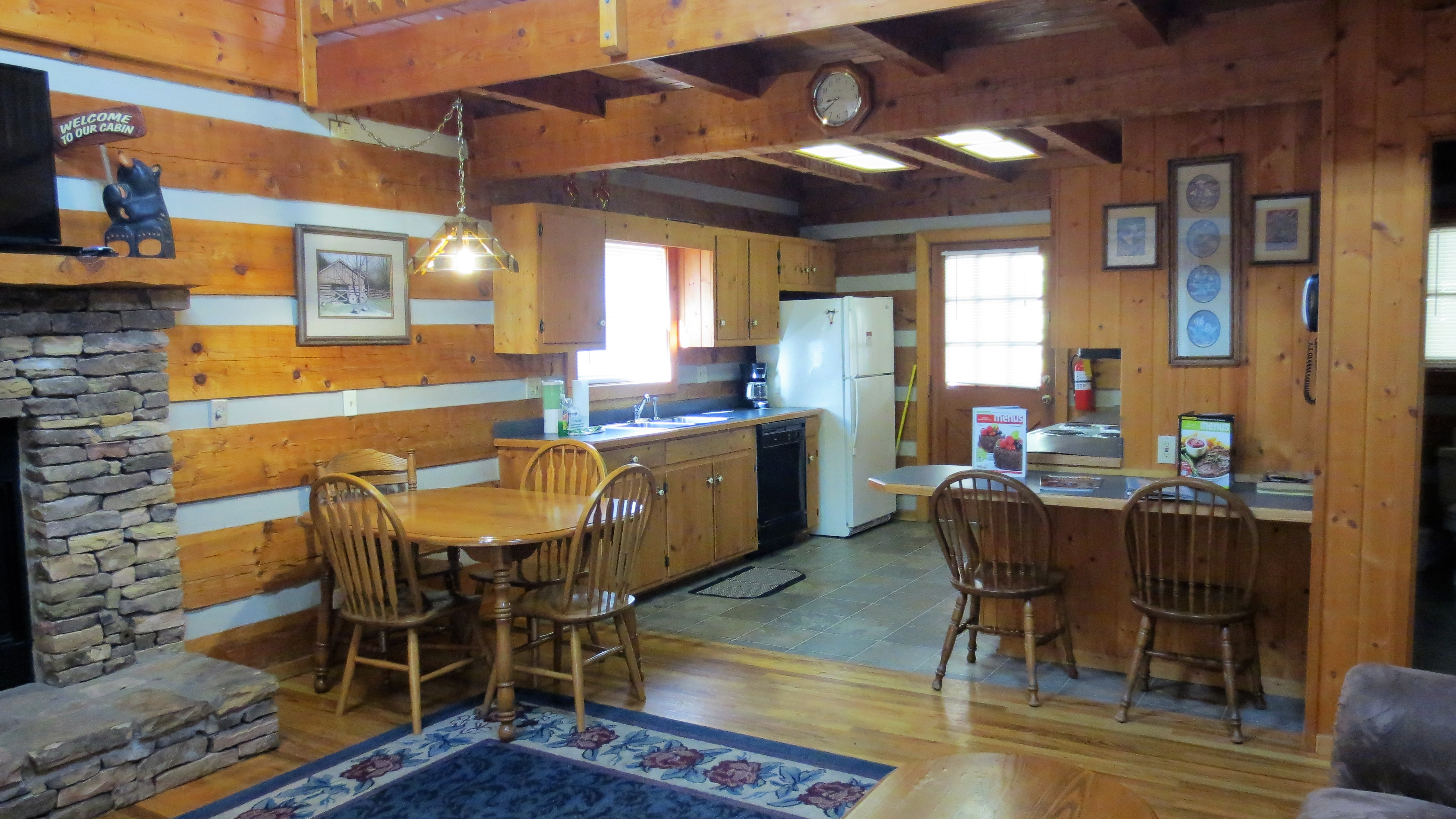 fully equipped kitchen in a 3 bedroom log cabin in Gatlinburg tn